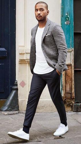 Style plus classe : T-shirt blanc et blazer
