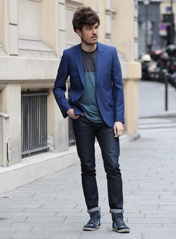 Le Blazer : Portez le combo veste et T-shirt