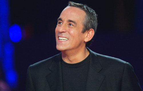 Look Thierry Ardisson : T-shirt noir - Blazer noir -