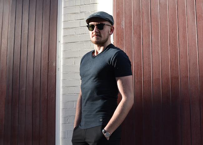 T-shirt noir épais de GoudronBlanc