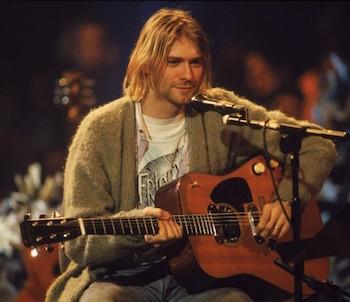 Kurt Cobain, de Nirvana, avec un cardigan