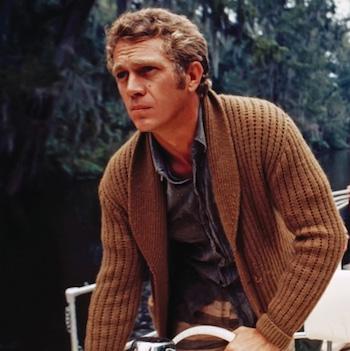 Steve McQueen portant un cardigan pour homme
