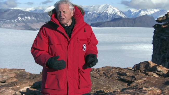 Canada Goose a équipé David Attenborough avec une bonne grosse doudoune, pour un documentaire de la BBC