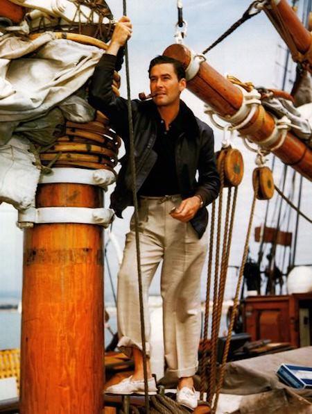 Eroll Flynn portant des chaussures bateau