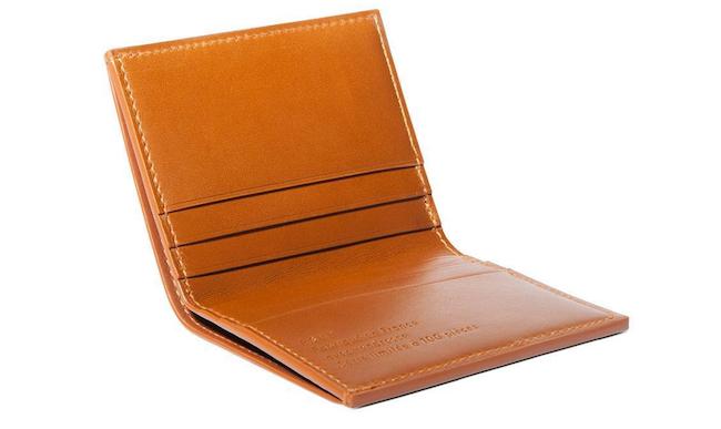 Portefeuille pliable en cuir beige de la marque RSVP