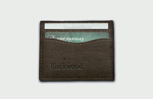 Le porte carte en liège de la marque Blackwood