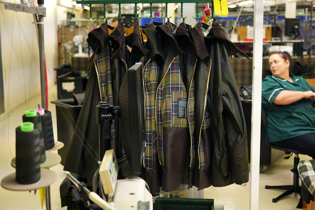 Atelier de fabrication des vestes Barbour