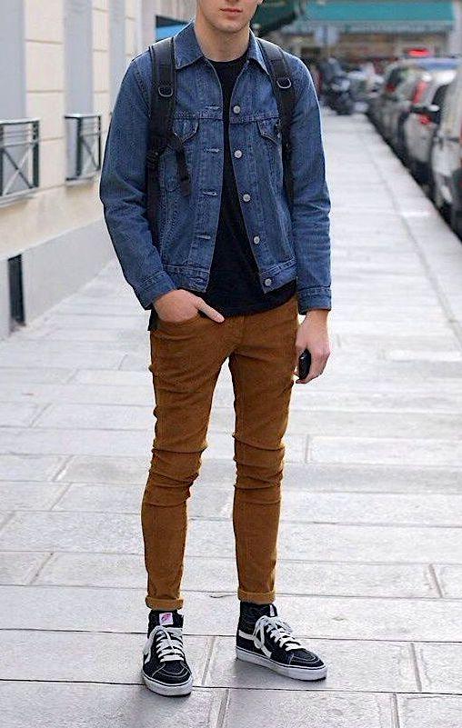 Le look skater urbain : veste en denim, chino skinny, et une paire de Vans