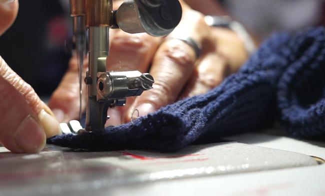 En achetant un pull Hoopla, les clients encouragent le recyclage de vêtements