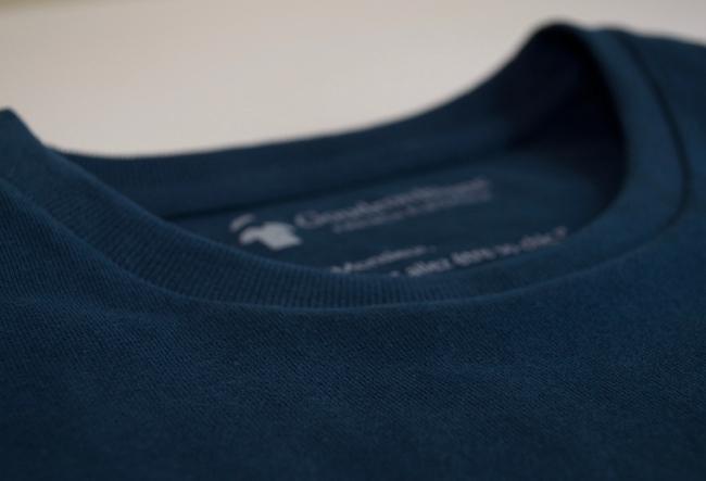 Tissu en coton du T-shirt bleu marine GoudronBlanc