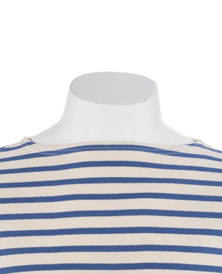 Le col de la marinière est fait dans le même tissu que le reste du tricot