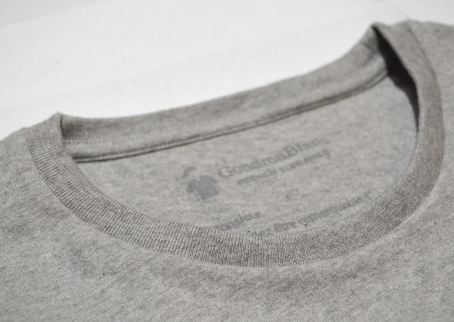 Col rond bord côte du T-shirt GoudronBlanc gris chiné
