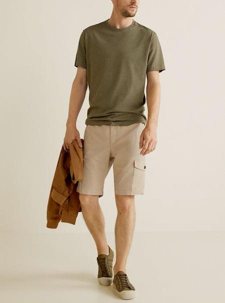 Le short cargo a ici été interprété de façon moins streetwear (Mango)