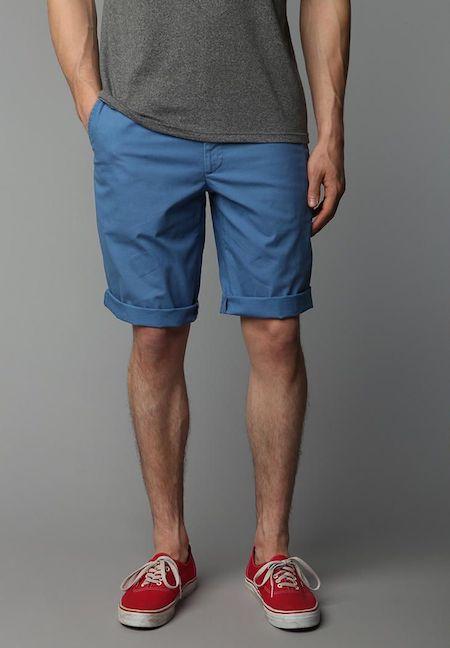Un exemple d'un short classique pour homme (porté plutôt large)