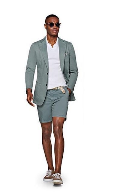 Exemple d'un short porté en été comme costume pour homme (SuitSupply)