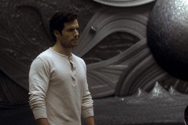 Dans Superman, Henry Cavill porte également un henley