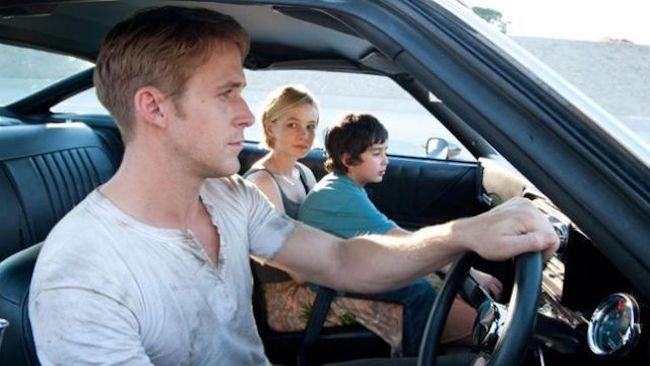 Dans Crazy Stupid Love, Ryan Gosling porte un henley bien taché. Cela donne un côté très baroudeur
