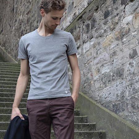 T-shirt gris GoudronBlanc - Une coupe française élégante