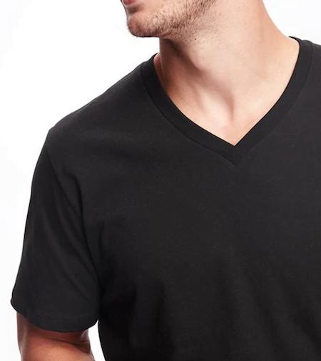 Mauvaise qualité de T-shirt col V