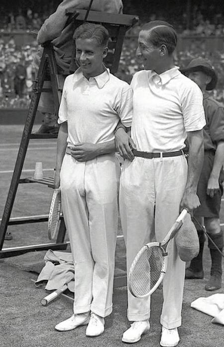 Lacoste (à droite) a bouleversé l'uniforme de tennis avec son fameux polo blanc