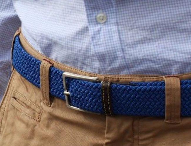 Comment porter ceinture bleue avec chemise bleue
