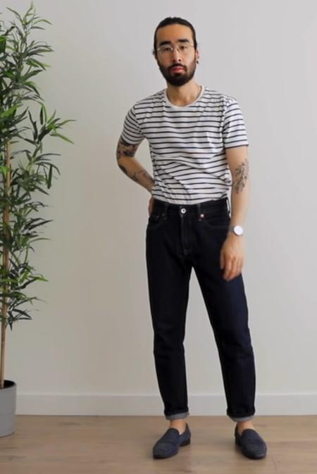 Porter pantalon bleu et T-shirt marinière de la marque GoudronBlanc