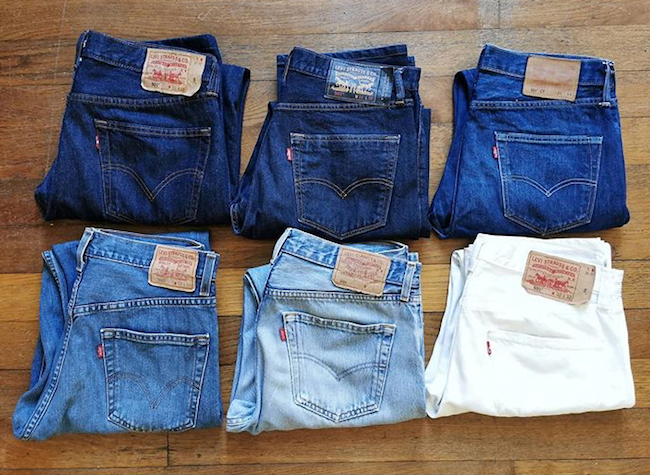 Différents niveaux de délavage de jeans Levi's