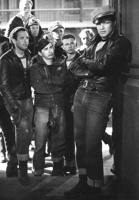 Marlon Brando en jean dans le film Un tramway nommé désir