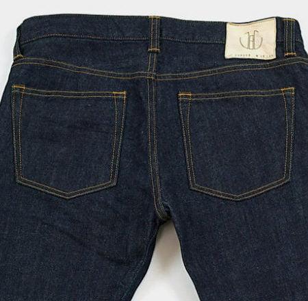 Poches arrière d'un jean de la marque Japan Blue