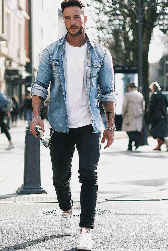T-shirt blanc et chemise en jean