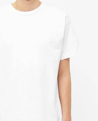 Emmanchure d'un T-shirt oversize