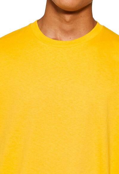 Encolure d'un T-shirt oversize