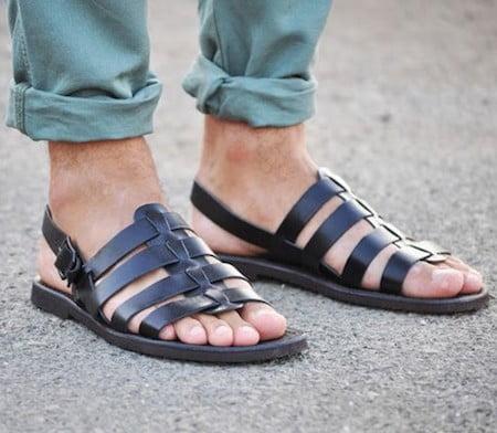 Sandales pour homme à la plage
