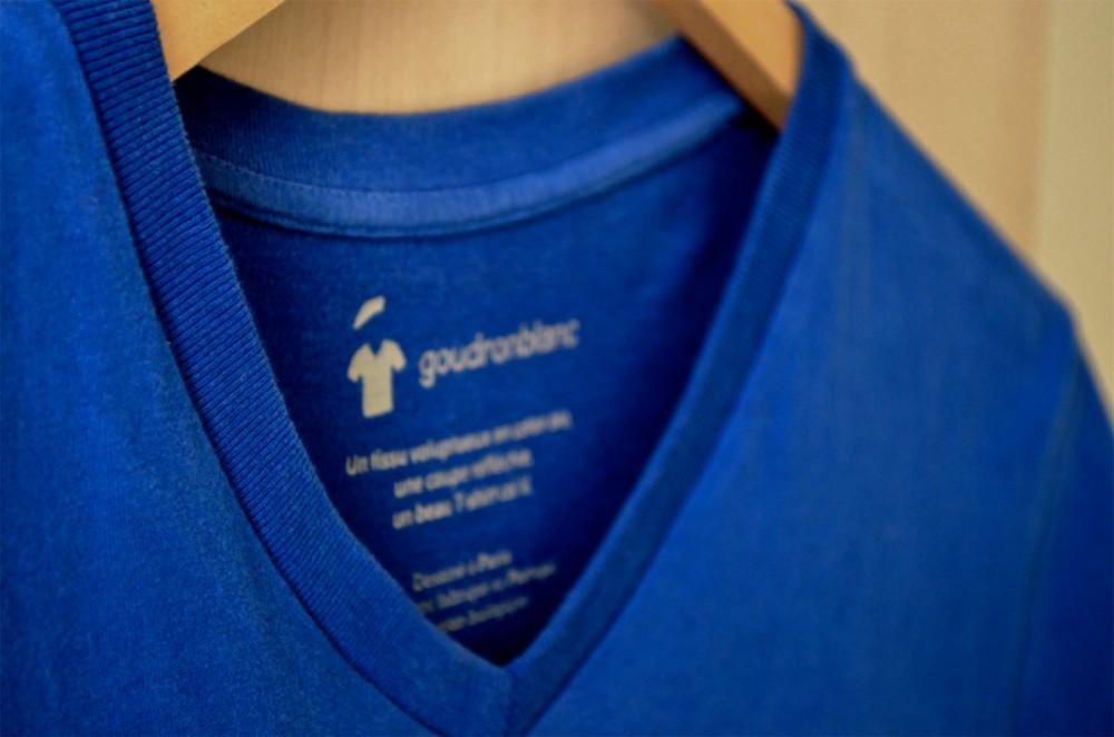 Col V - T-shirt bleu col V