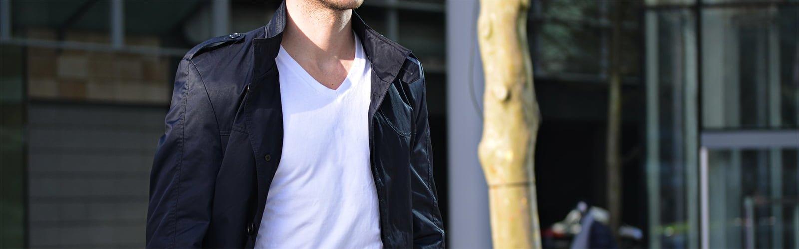 T-shirt col V blanc pour homme de la marque GoudronBlanc
