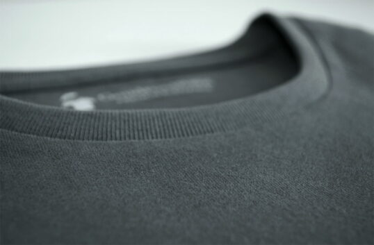 Tissu du T-shirt gris anthracite pour homme de GoudronBlanc
