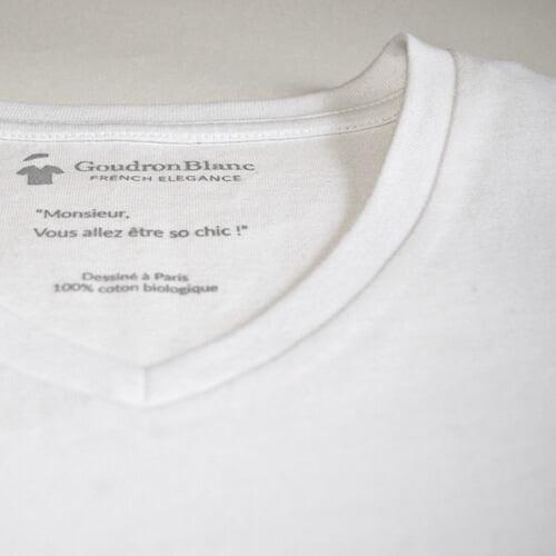 Détails du T-shirt col V blanc