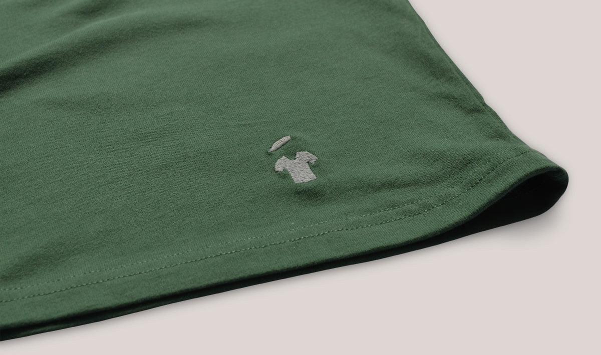 Logo brodé - T-shirt vert GoudronBlanc