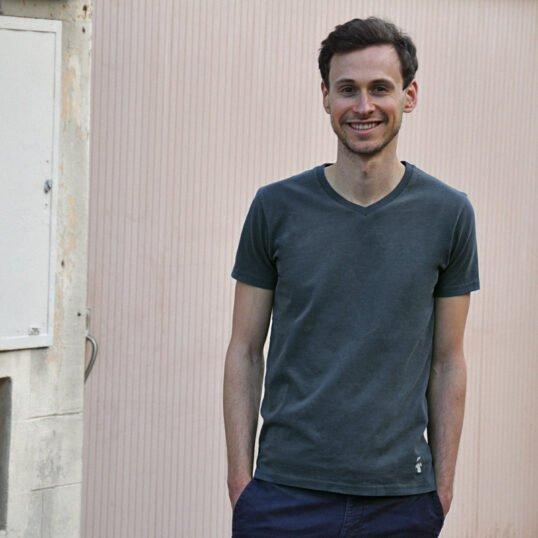 T-shirt col V gris ardoise pour homme - GoudronBlanc