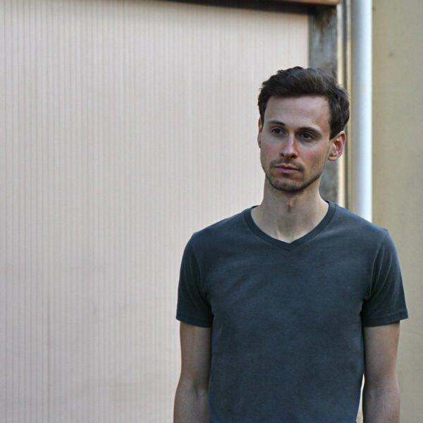 T-shirt gris ardoise col V pour homme - GoudronBlanc