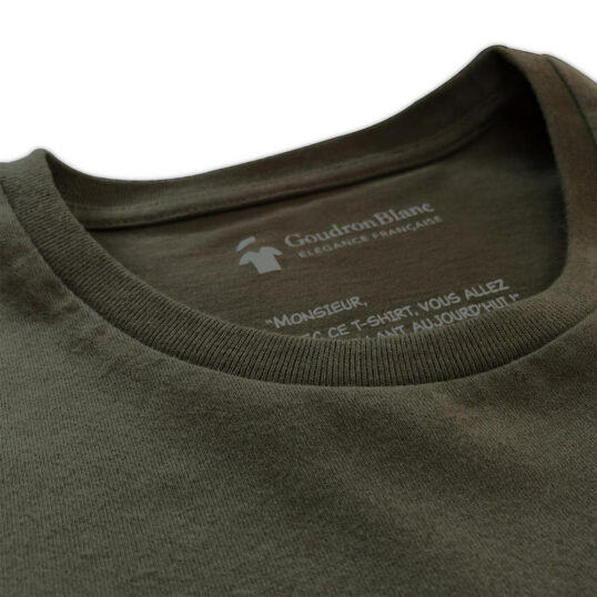 Col round du T-shirt aviateur