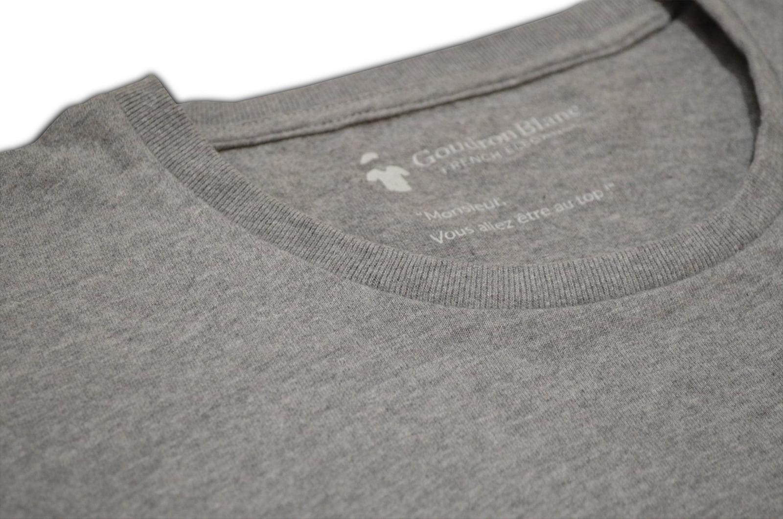 Col rond T-shirt gris béton GoudronBlanc